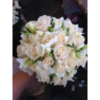 Pruudikimp kreemid roosid+valge freesia, diam.25cm