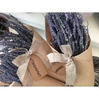 Kimp kuivlilledest valgel karkassil diam.30-33cm (3 valikut: helelillade, valgete, helekollaste õitega)